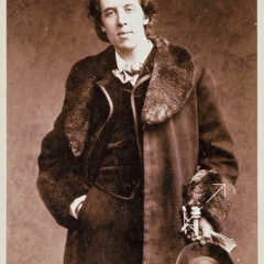Oscar Wilde two different fur coats